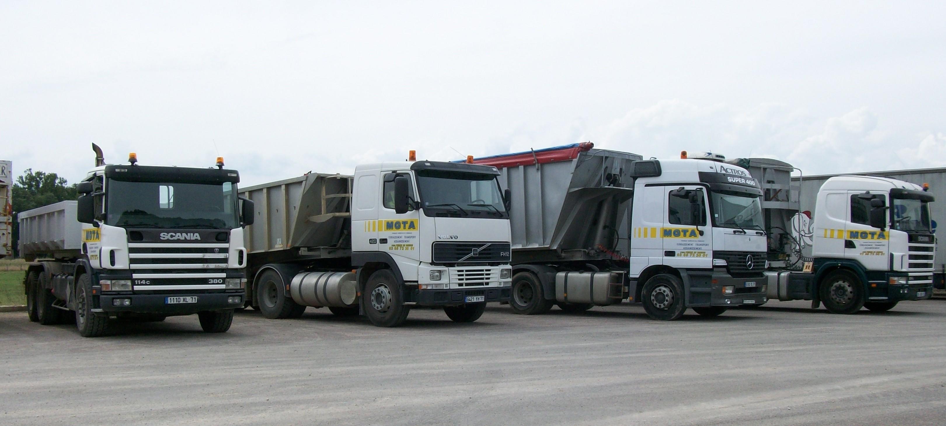 Transport de marchandises - Camion benne americain ...